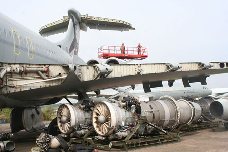 VC10 Engines Removed